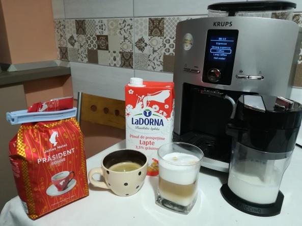 Cafea si cappuccino